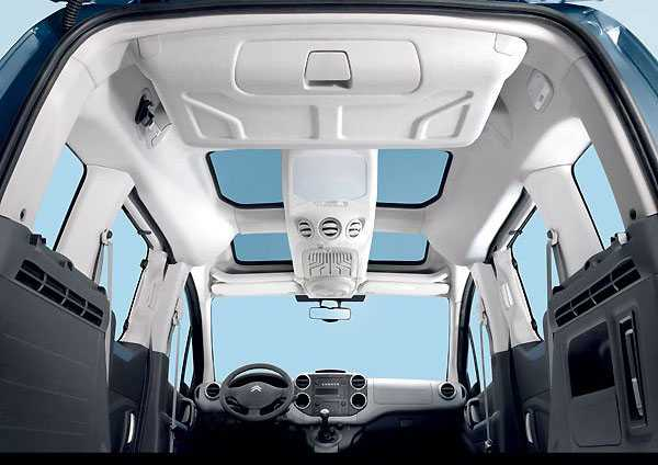Citroen Berlingo close salon from the inside