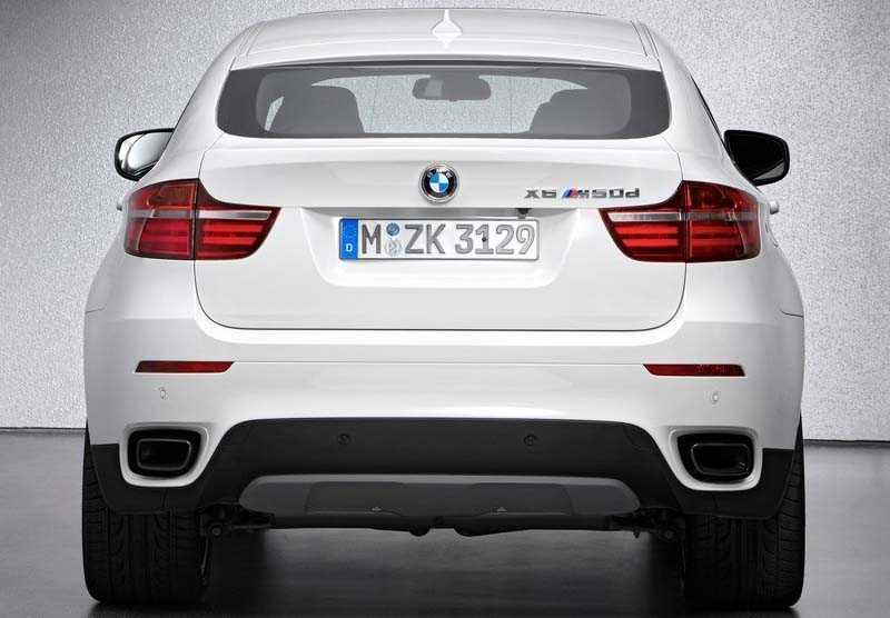 BMW X6 frome back