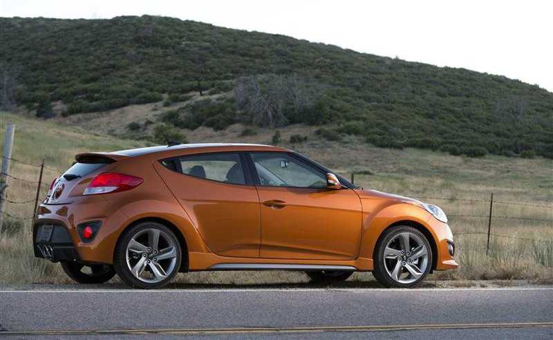 Hyundai Veloster Turbo from side