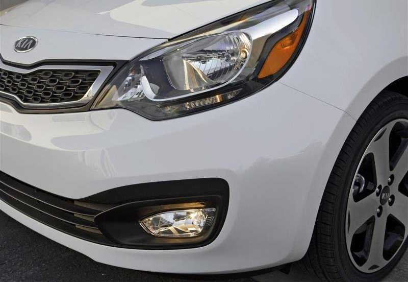 Kia Rio from front light