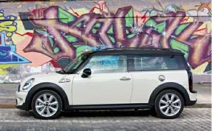 MINI Clubman from side