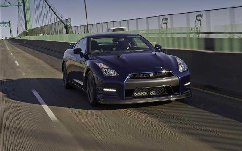 Nissan GT-R in the way