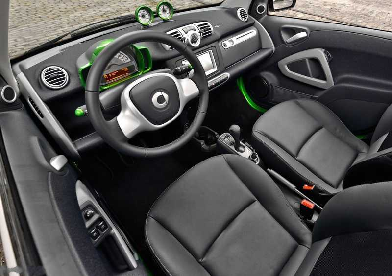 salon driver in Smart Fortwo electric drive