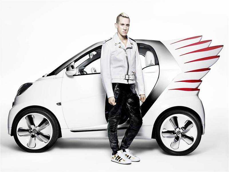 Smart fortwo Jeremy Scott with models